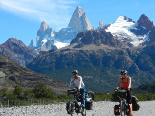 Cycling beneath a giant on the way to El Chalten