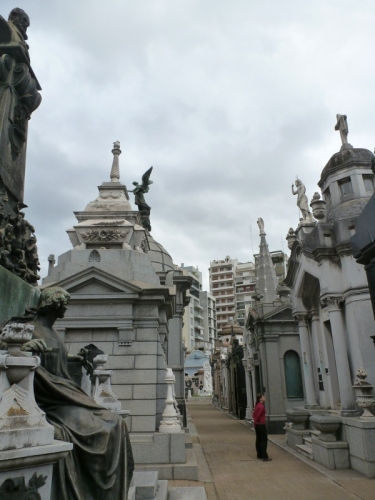 After collecting Geoff's bag in the morning we visited the Recoleta cemetary, home to the dead famous people of Buenos Aires